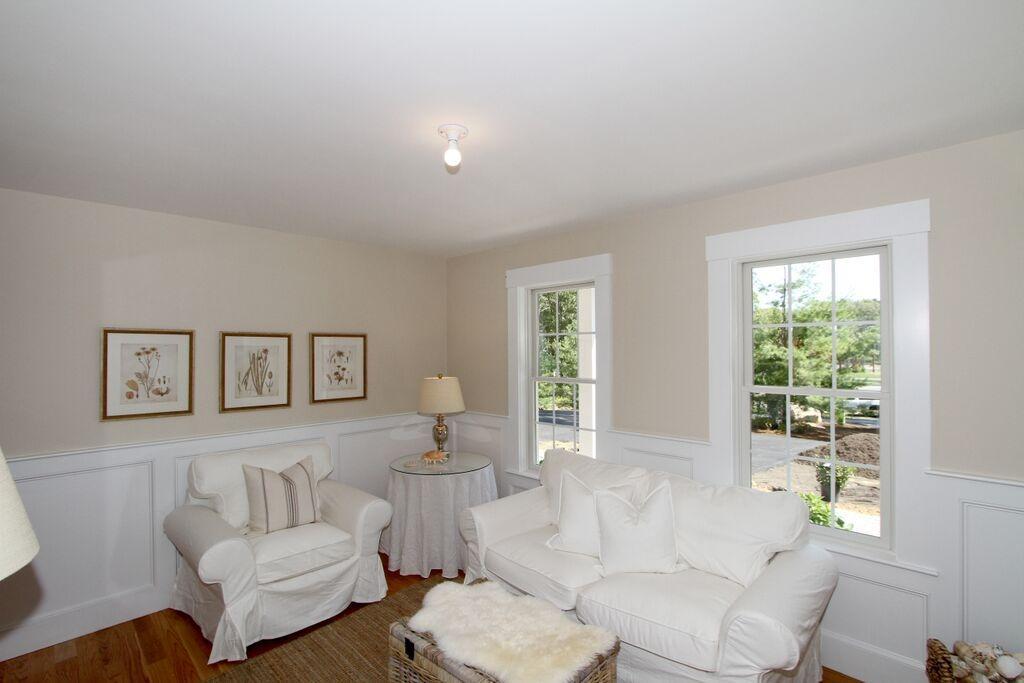 91 Abby Road Living Room b
